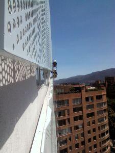 Alpinistas instaladores